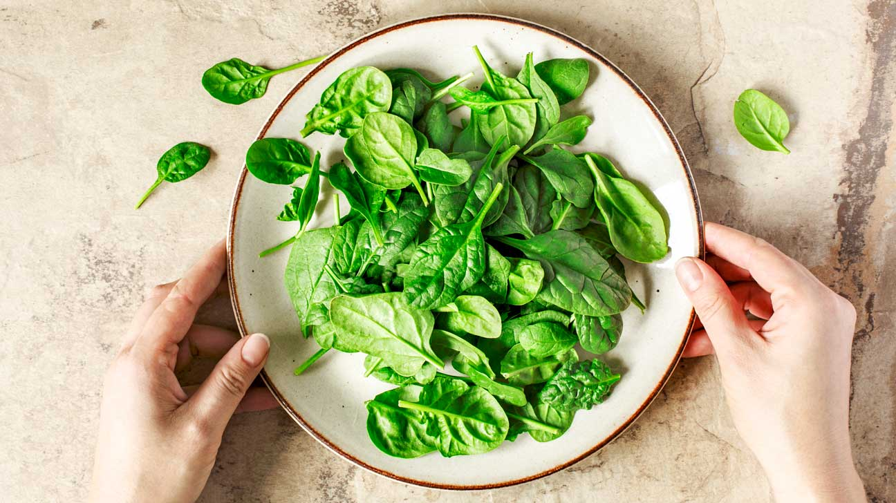 How many grams in a cup of raw spinach