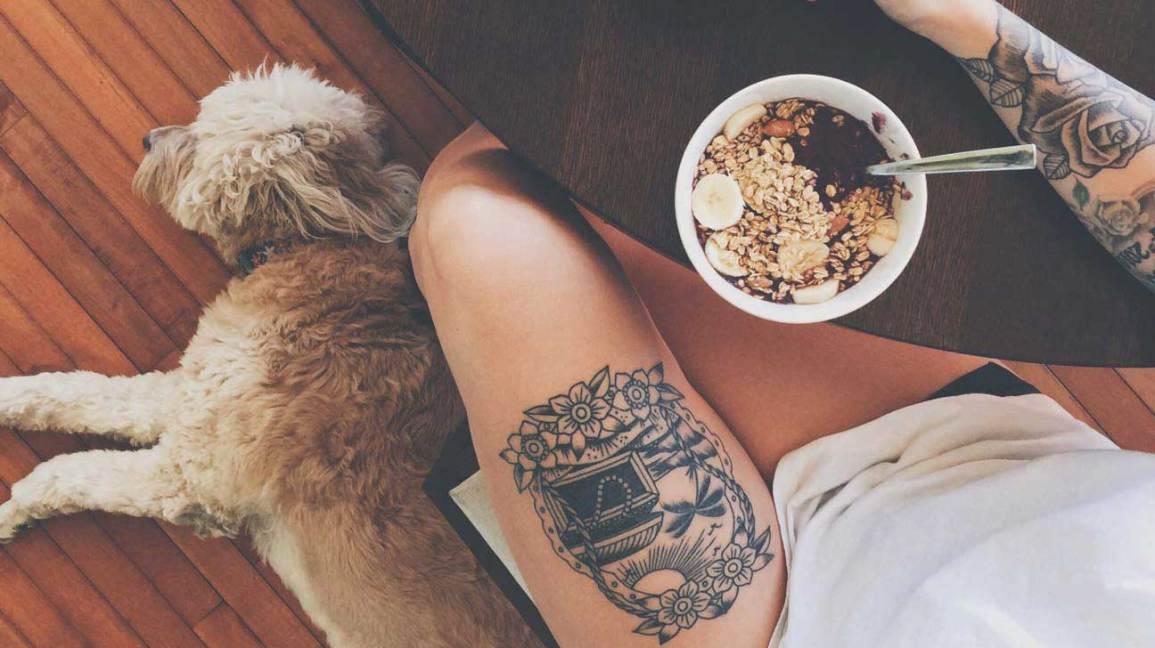 Mulher, comer, cão, relaxante