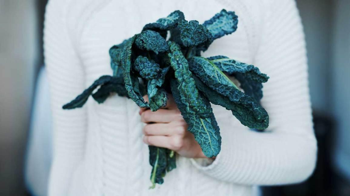 Donna Che Tiene Kale