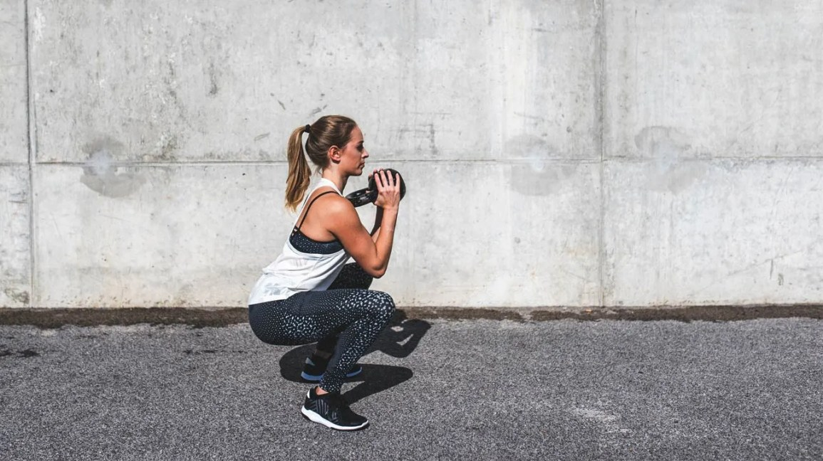 How Many Squats Should I Do? Daily Routine and 30-Day Challenge
