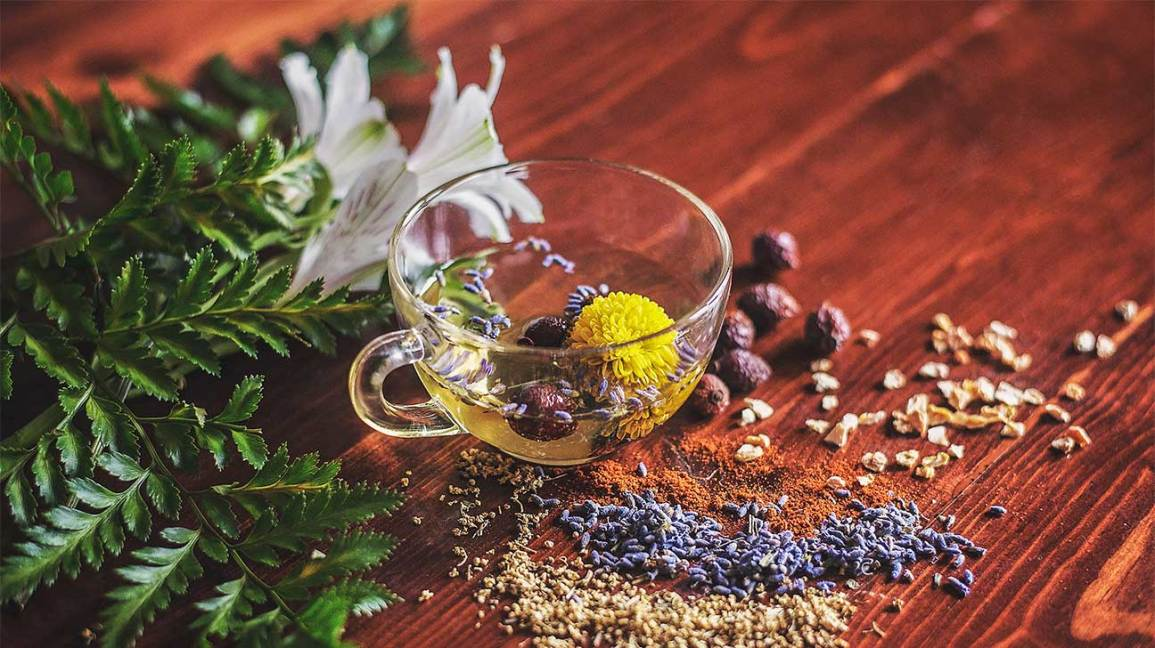 23 Teas for Anxiety: Peppermint, Chamomile and Other