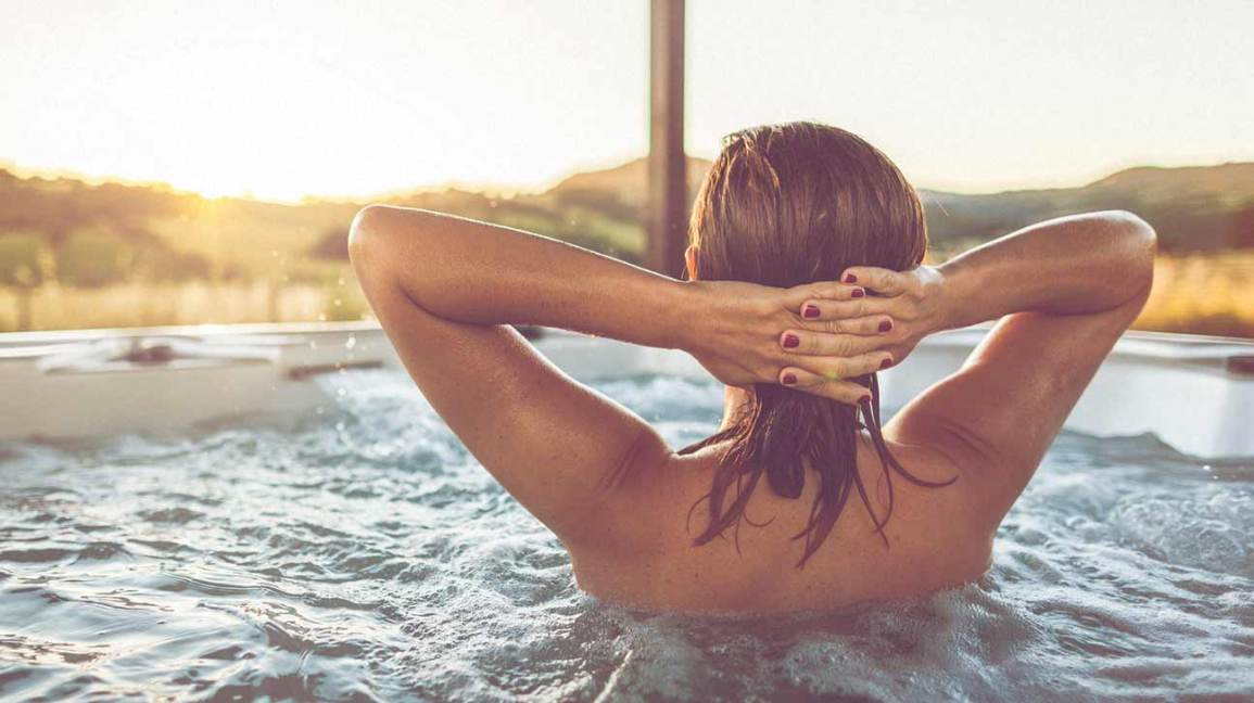 can pregnant women go in hot tubs