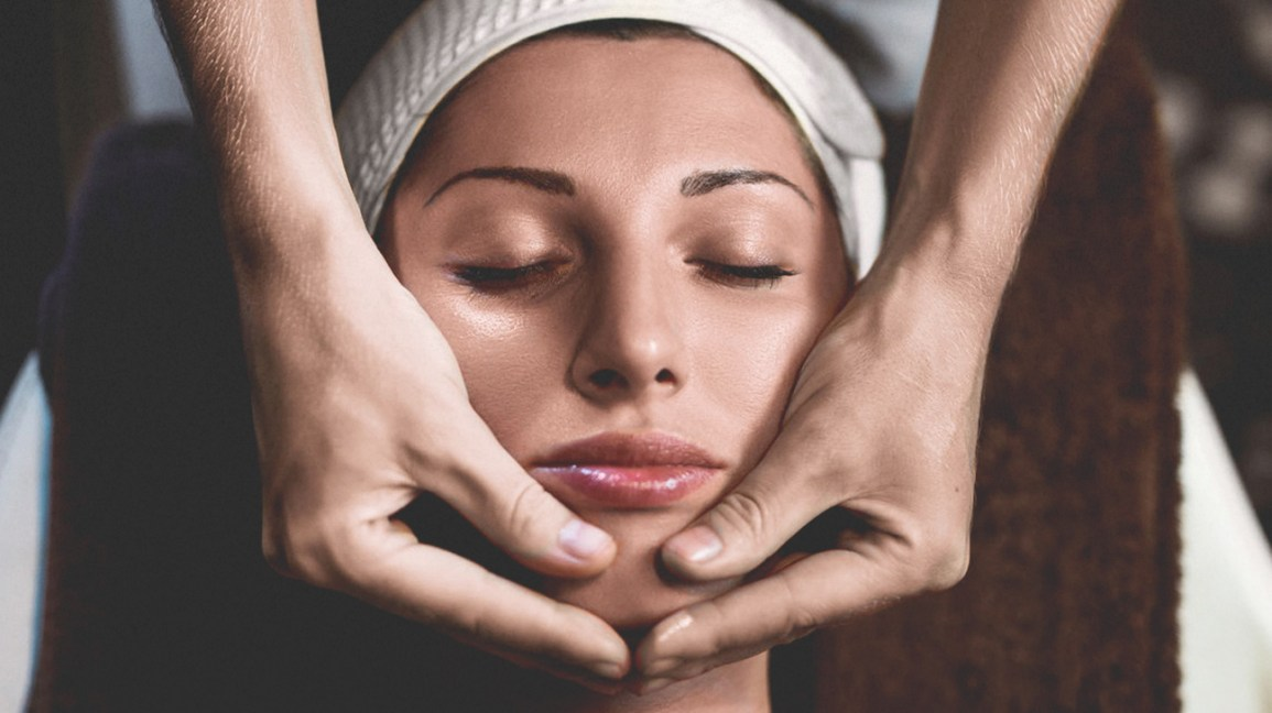 Do Massages Cause or Erase Wrinkles? This Aesthetician Expert Answers
