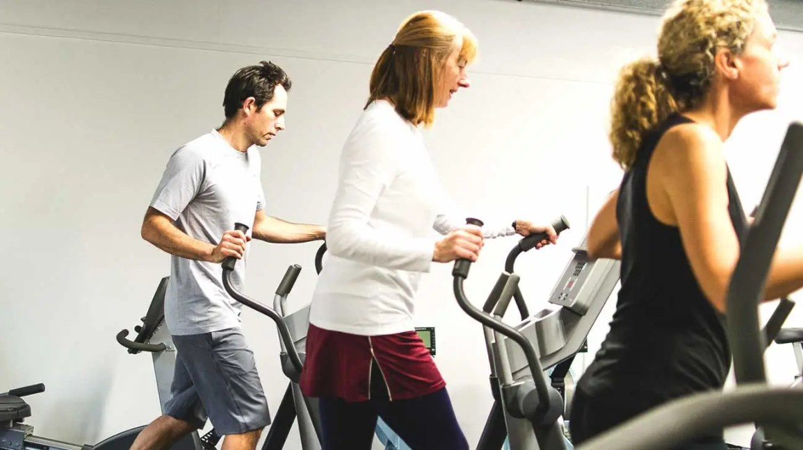 Treadmill vs  Elliptical Trainer: Which Is Better for Arthritic Knees?