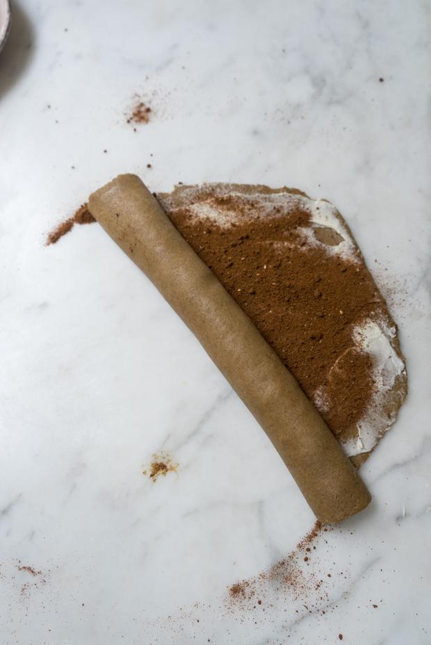 Rollos de canela rellenos con azúcar de canela