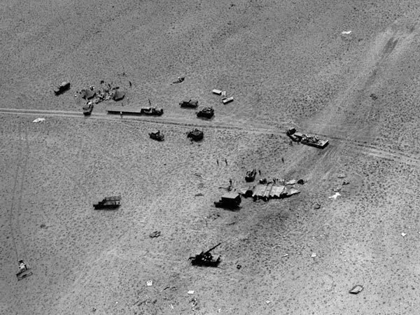 razkrila fotografije in letala skrivnostnega območja Area 51 - 7