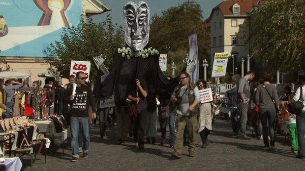 Protest na ljubljanskih ulicah: 'Tisa, TTIP, Ceta – slabo se nam obeta' (1/4)
