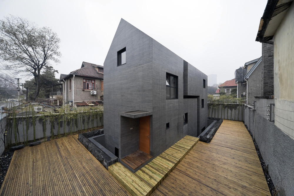 Gallery Of Concrete Slit House / AZL Architects
