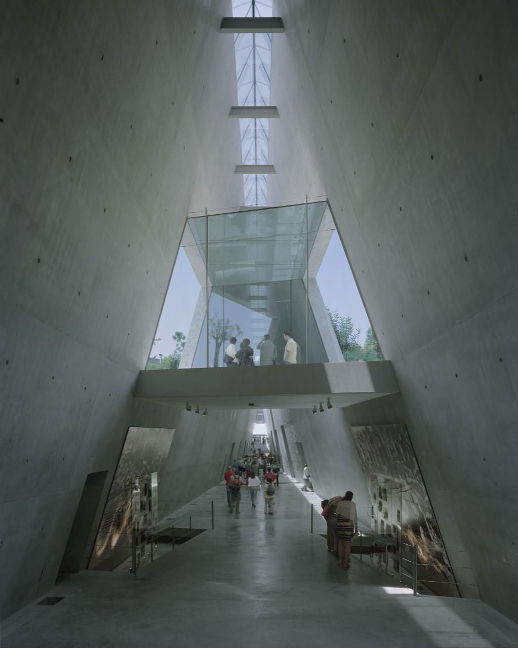 Flashback Yad Vashem Holocaust Museum Safdie