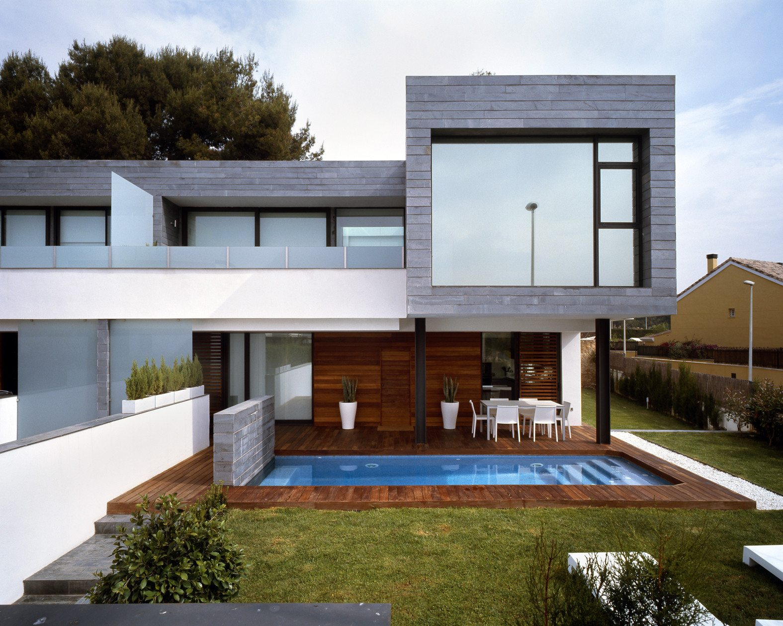 Six Semi Detached Houses Isolated House In Rocafort