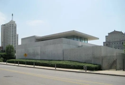 The Pulitzer Foundation. Image © <a href='https://commons.wikimedia.org/wiki/File:Pulitzerfoundation.jpg'>Wikimedia user Garfield226</a> Licensed under <a href='https://creativecommons.org/licenses/by-sa/3.0/deed.en'>CC BY-SA 3.0</a>