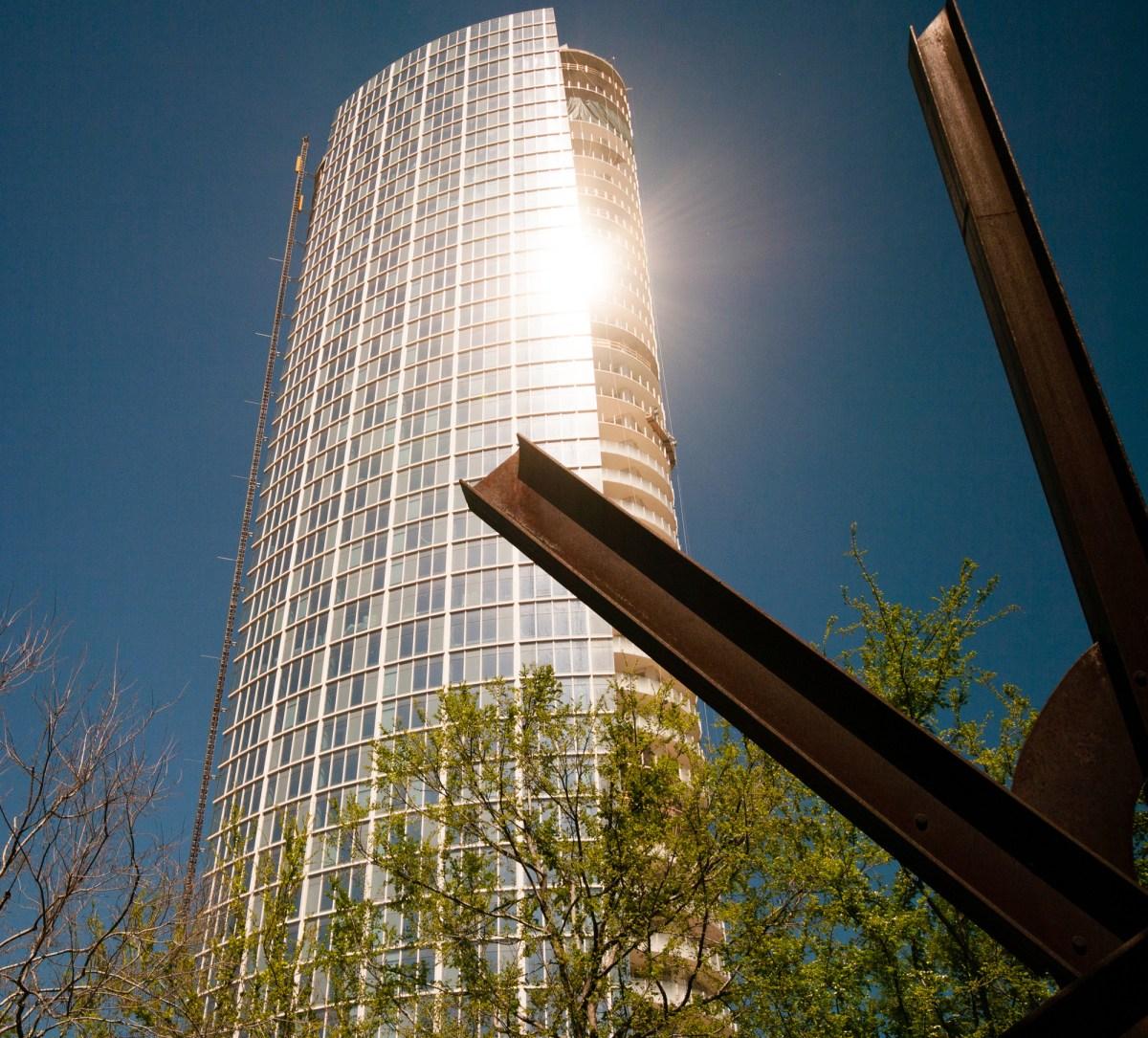 Museum Tower / Scott Johnson.