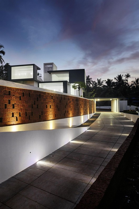 the running wall residence lijo reny