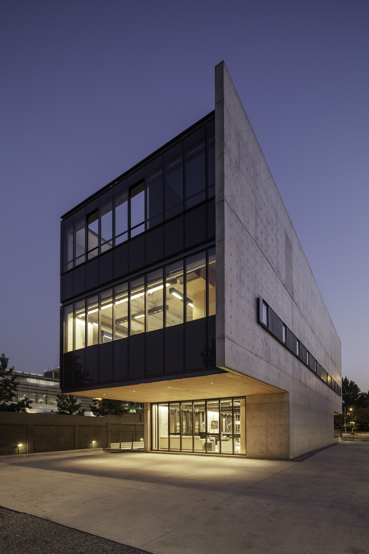 Gallery of Multicarpet Rollux Showroom  arquitectos  5