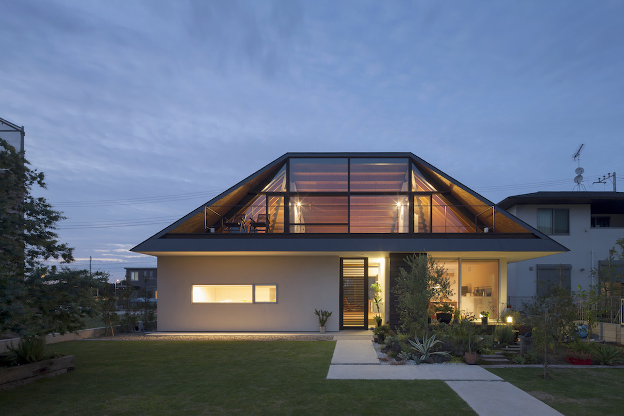 House With A Large Hipped Roof  Naoi Architecture