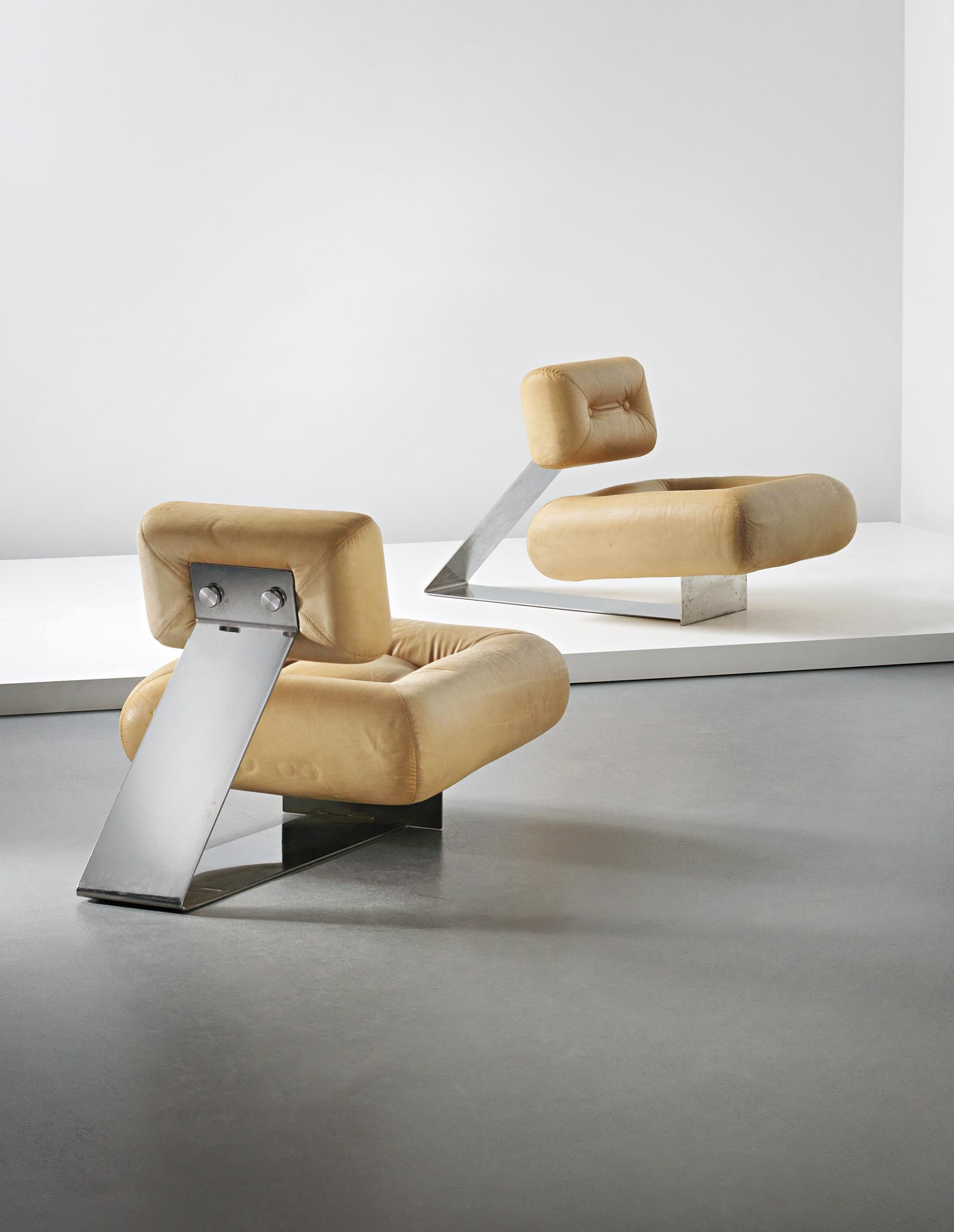Gallery of Sold 100 Design Relics from Niemeyer Le