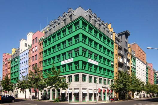 Quartier Schützenstrasse. Image © <a href='https://commons.wikimedia.org/wiki/File%3ABerlin%2C_Mitte%2C_Zimmerstrasse_68-69%2C_Quartier_Schuetzenstrasse.jpg'>Wikimedia user Jörg Zägel</a> licensed under <a href='https://creativecommons.org/licenses/by-sa/3.0/deed.en'>CC BY-SA 3.0</a>