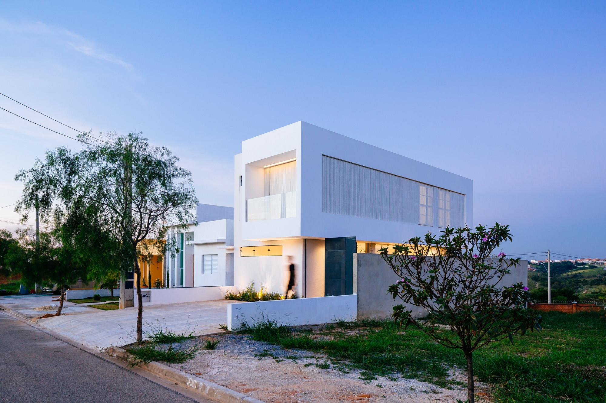 Sorocaba House / Estudio BRA arquitetura | ArchDaily