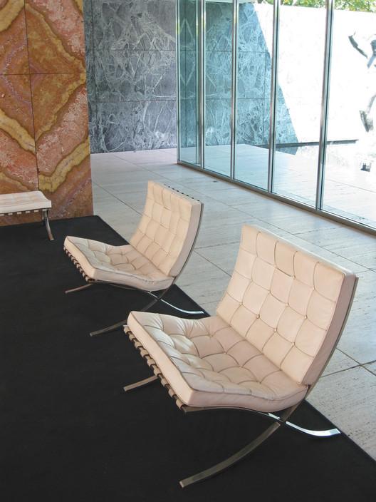 Silla Barcelona  Mies van der Rohe  Plataforma Arquitectura