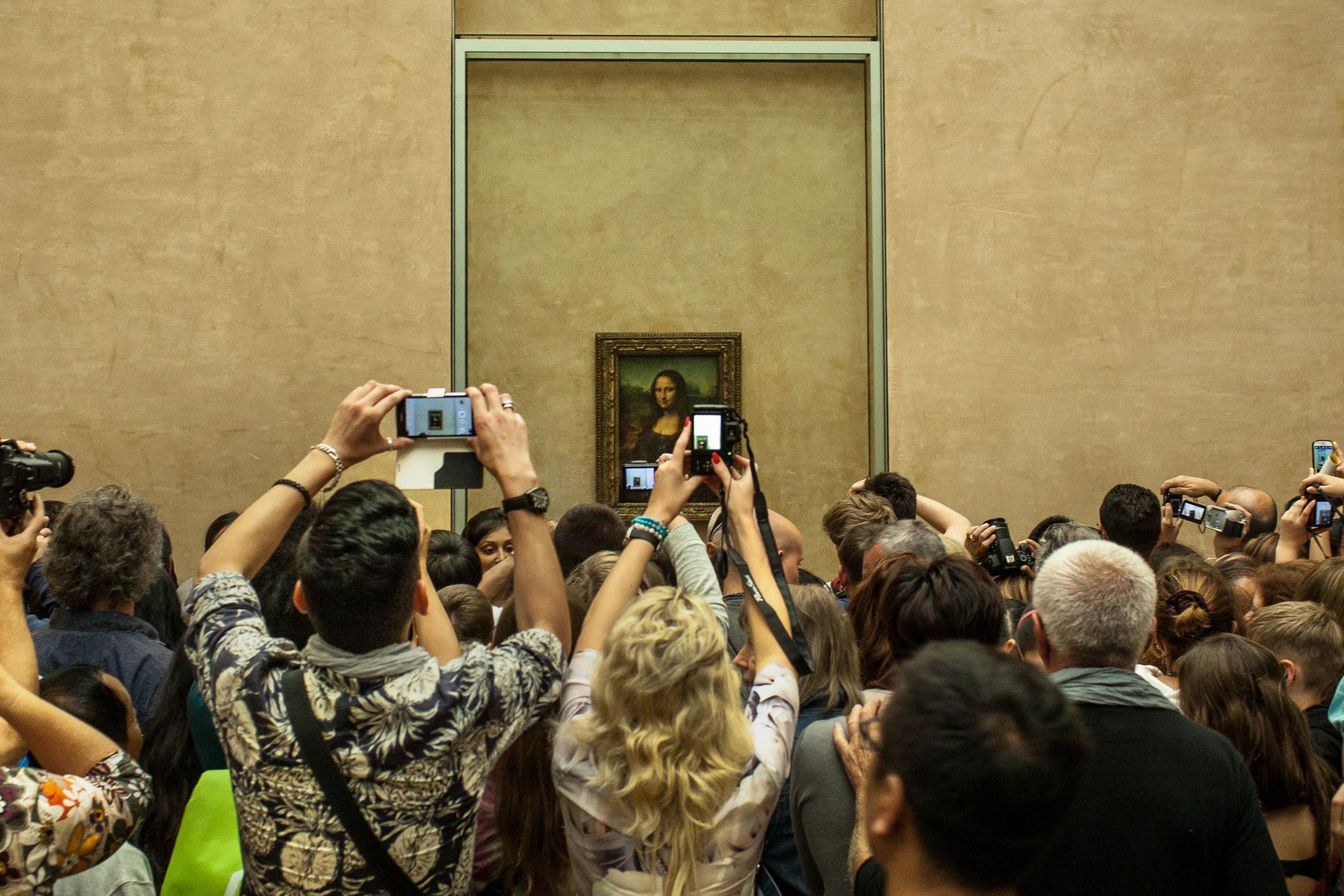 Crowd Mona Lisa Museum