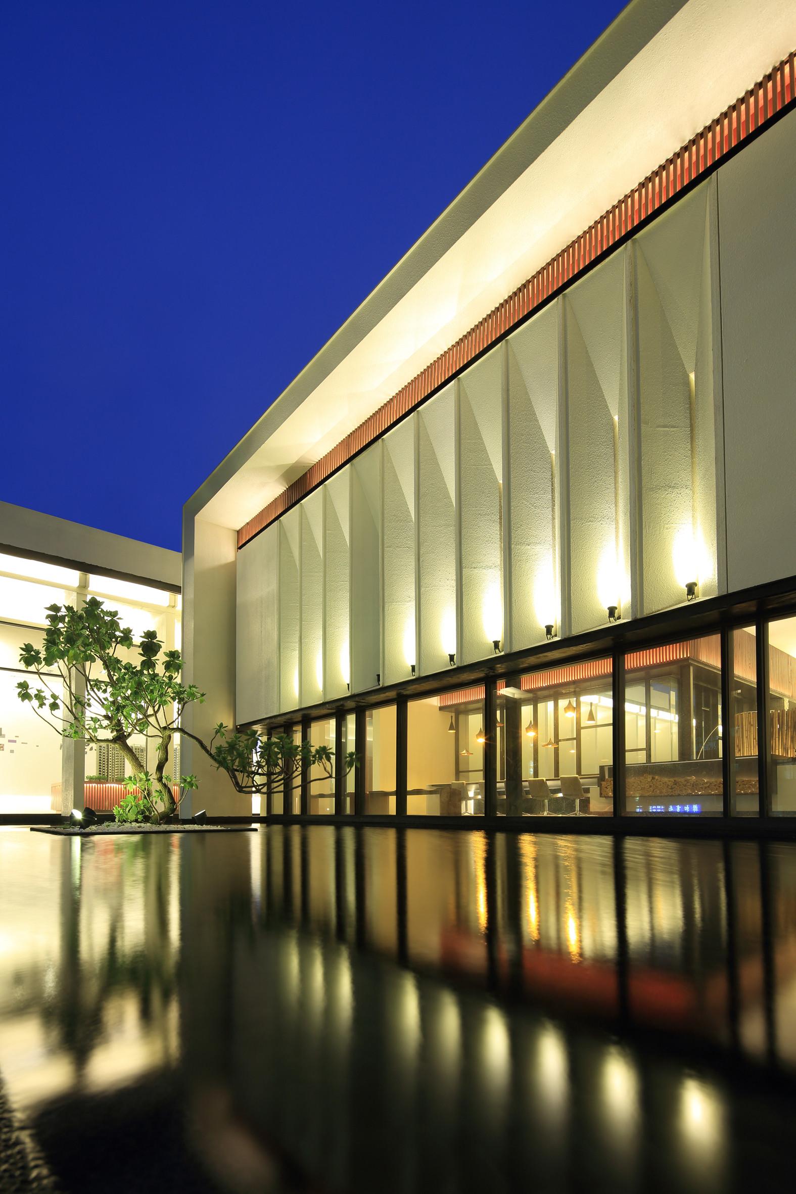 Exquisite Minimalist Arcadian Architecture