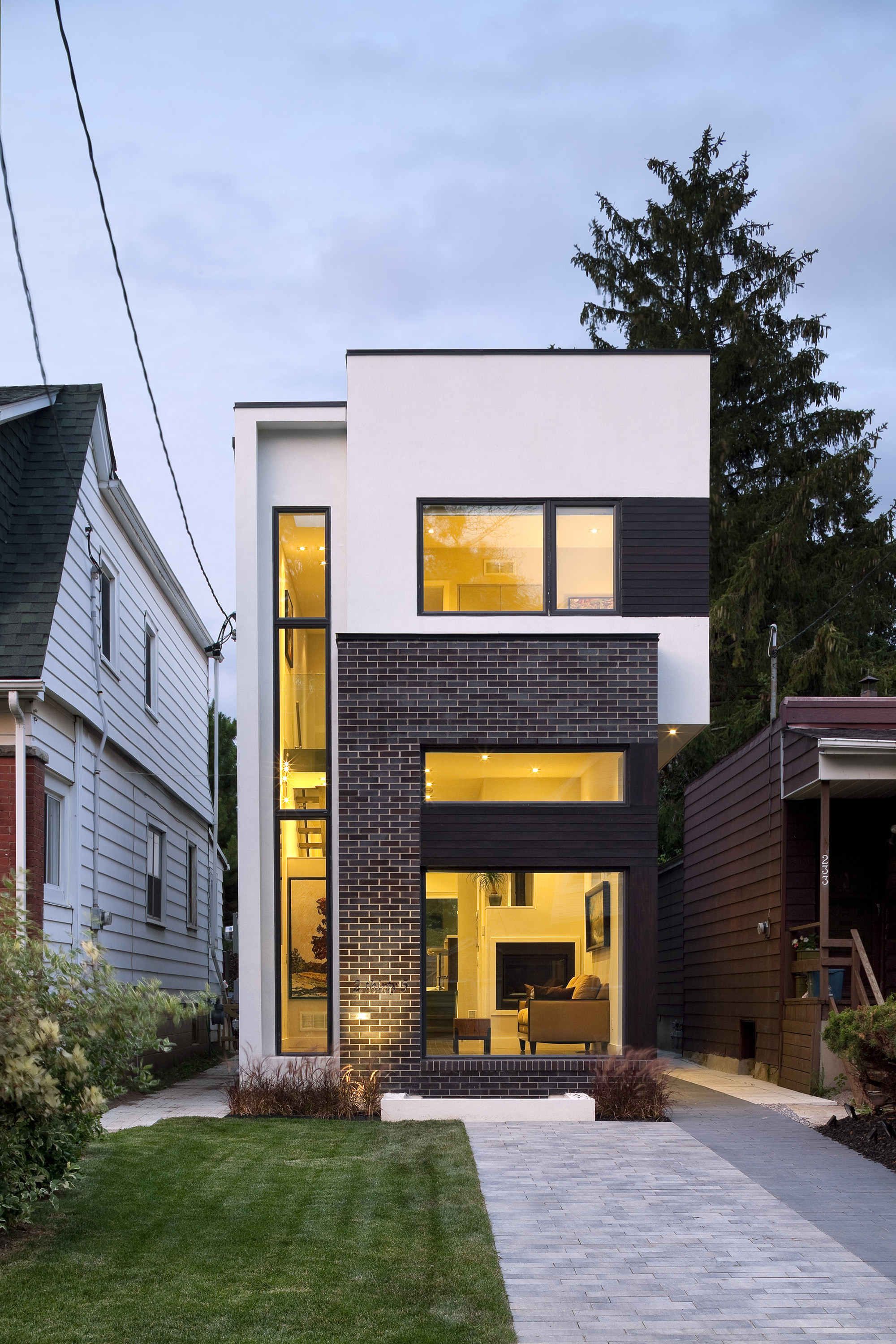 The Linear House Green Dot Architects ArchDaily