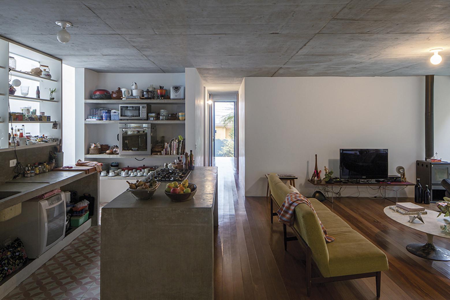 Gallery of LP House  Metro Arquitetos Associados  2