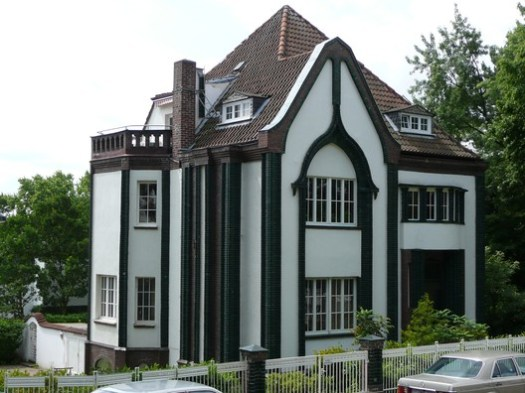 The Peter Behrens House at the Darmstadt Artists' Colony. Image © <a href='https://www.flickr.com/photos/16782093@N03/4238259133'>Flickr user Metro Centric</a> licensed under <a href='https://creativecommons.org/licenses/by/2.0/'>CC BY 2.0</a>