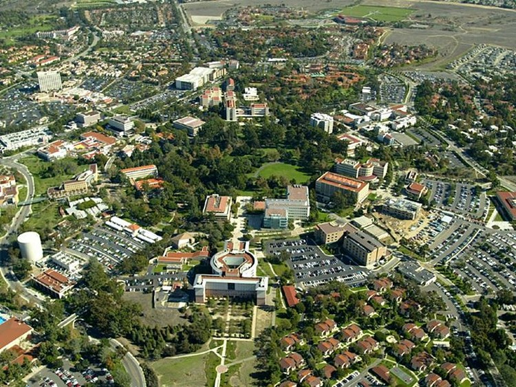 University of California, Irvine Campus, at the center of Pereira's planned development at Irvine. Image © Wikimedia user Poppashoppa22 licensed under CC BY-SA 3.0