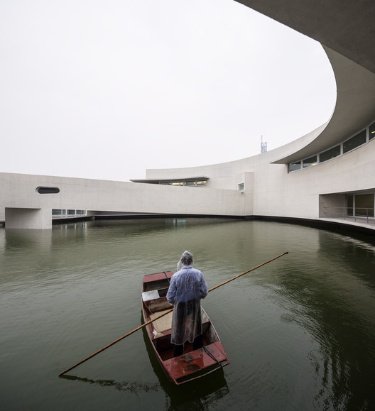 The Building on the Water. Image © Fernando Guerra    FG+SG