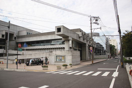 Ōita Prefectural Library, 1966, now Ōita Art Plaza. Image © <a href='https://www.flickr.com/photos/kentamabuchi/2937896268'>Flickr user kentamabuchi</a> licensed under <a href='https://creativecommons.org/licenses/by-sa/2.0/'>CC BY-SA 2.0</a>