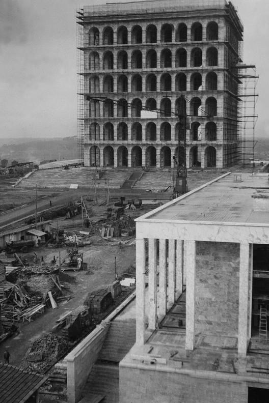 Palazzo della Civiltà Italiana under construction. Image