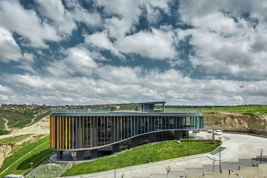 AkzoNobel's Prize for Color in Exterior Architecture: ONS INCEK Showroom & Sales Office (Turkey) / Yazgan Design Architecture. Image © Yunus Özkazanç