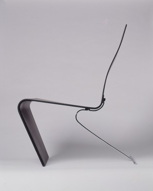 Chair prototype, 1991. Laminated plywood and carbon fibre, spring steel. Image © Rauno Träskelin