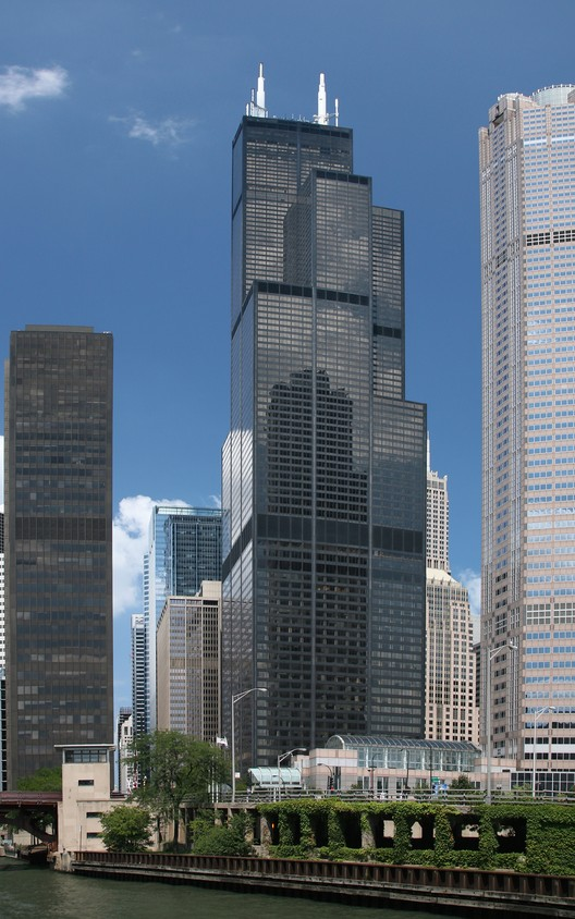 Willis Tower (former Sears Tower). Image © TonyTheTiger [Wikipedia] under license CC BY 2.0
