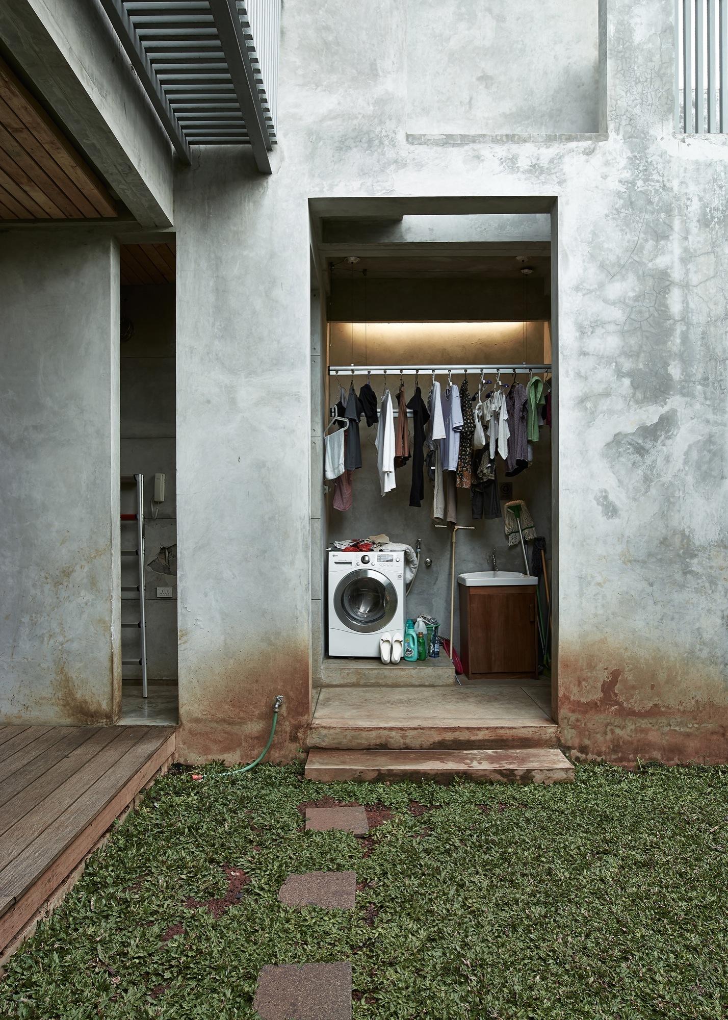 Galera de Casa en Jakarta  RAW Architecture  13