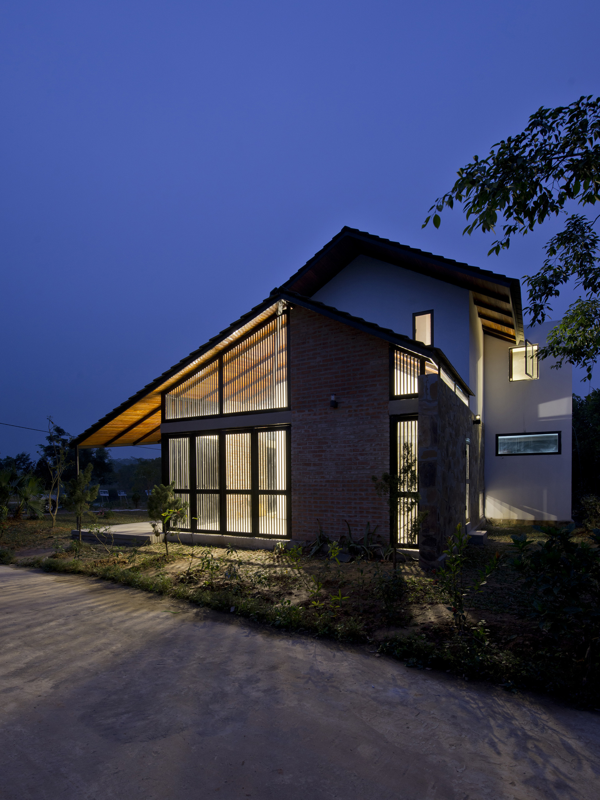 Gallery Of Folded Roof House Toob Studio 8