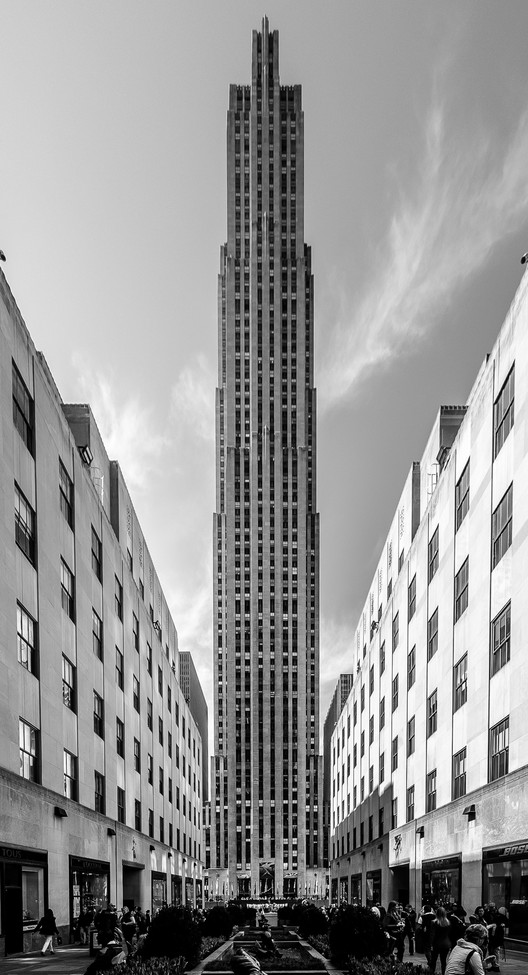 30 Rockefeller Plaza (formerly the RCA Building), 1933, Rockefeller Center. Image © Flickr User Maciek Lulko licensed under CC BY-NC-ND 2.0