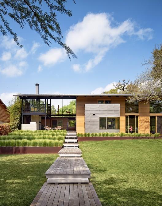 Custom Housing: Hog Pen Creek Retreat; Austin, Texas / Lake|Flato Architects. Image Courtesy of AIA