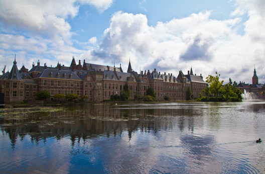 Het Binnenhof, Den Haag (Nederland). Image Courtesy of Flickr user Abdulsalam Haykal