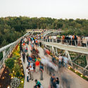 Tabiat Pedestrian Bridge, Tehran, Iran, Diba Tensile Architecture / Leila Araghian, Alireza Behzadi. Image Courtesy of The Aga Khan Award for Architecture
