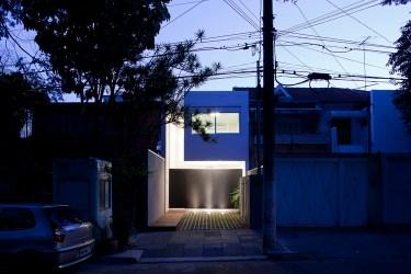 Casa 4x30 / CR2 Arquitetura + FGMF Architects ArchDaily