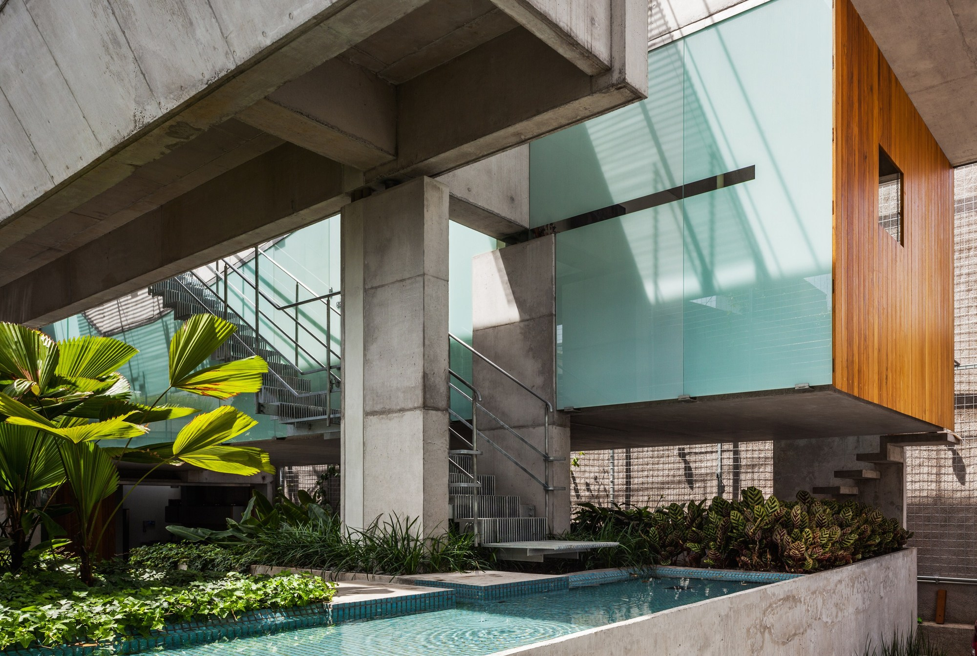 Weekend House in Downtown So Paulo  spbr arquitetos