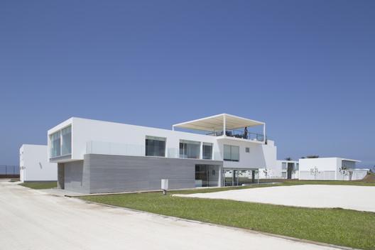 Jolla_-_Maruja043 3 Families - 3 Cubes / Chetecortes Architecture