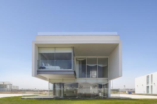 Jolla_-_Maruja002 3 Families - 3 Cubes / Chetecortes Architecture