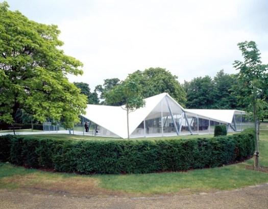 Serpentine Pavilion 2000. Image © Hélène Binet