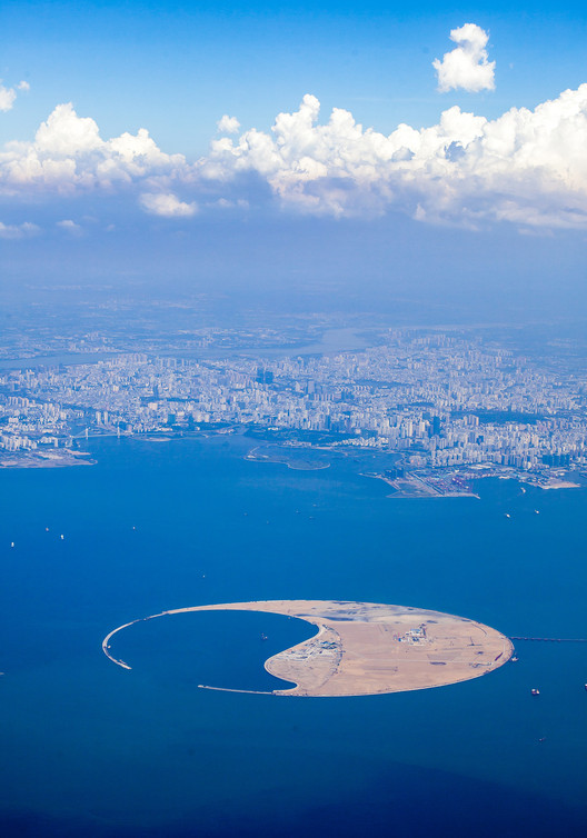 The island with its cruise harbor. Image © GAO Wenzhonglow