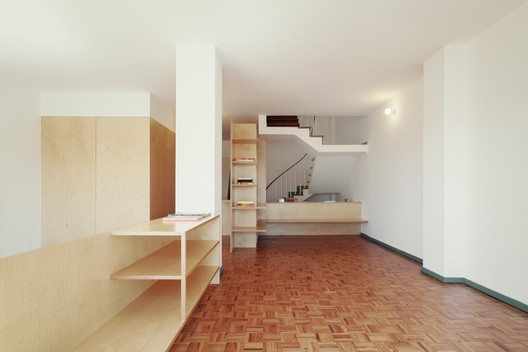 BdR_033_Foto_02%C2%A9domalomenos Apartment on Aveiro Street / Branco-delRio Arquitectos Architecture