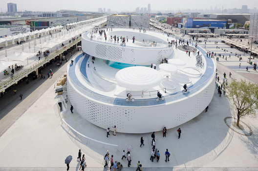 Bjarke Ingels promoted the BIG-designed Danish Pavilion at the 2010 Shanghai expo as an example of his theory of hedonistic sustainability. Image © Iwan Baan