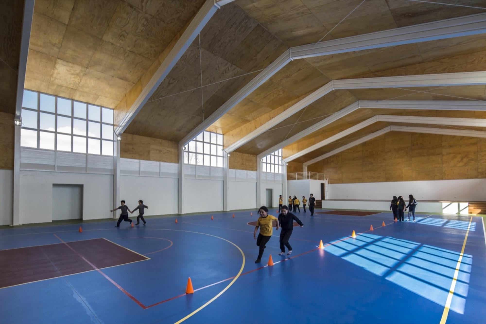 Gallery of Lonqun School Gymnasium  COMUN Arquitectos  10